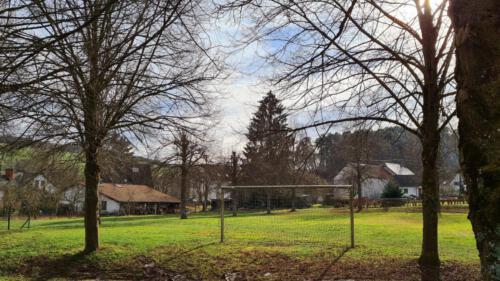 Fußballplatz-Ortsmitte